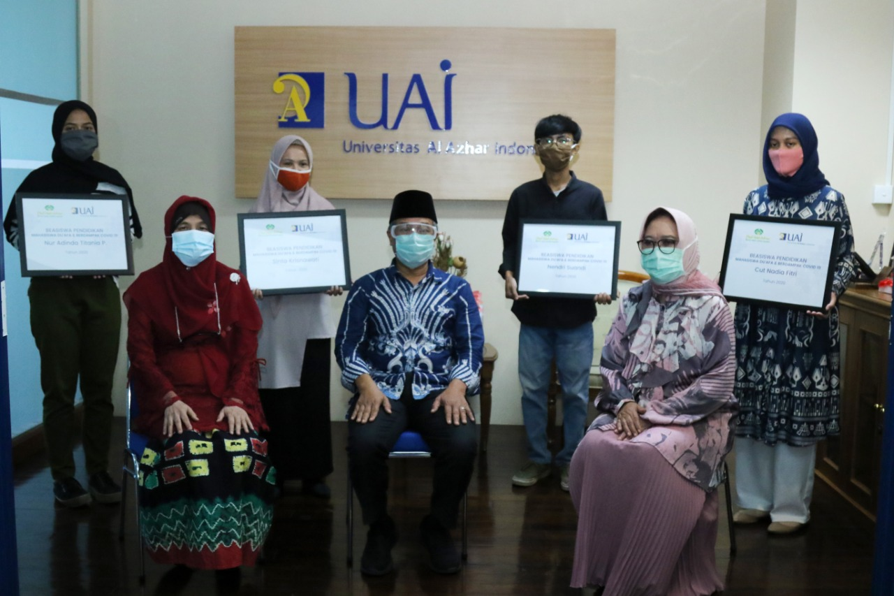 PT. Pupuk Indonesia Holding Company Provide Scholarship  For University Al Azhar Of Indonsia Students Who Are Affected By Covid-19